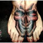 skull-tattoo-between-feet
